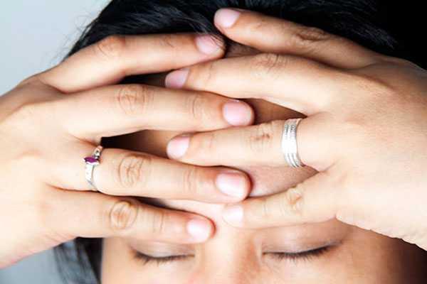 Массаж головы пальцами: шаг 2