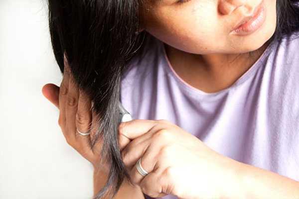 Расчесывание волос с концов